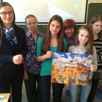Workshop with school in Petrozavodsk; Stéphanie C. Lefrère, Curator of the Natural History Department at the Regional Museum of Lapland, has supervised the workshops.